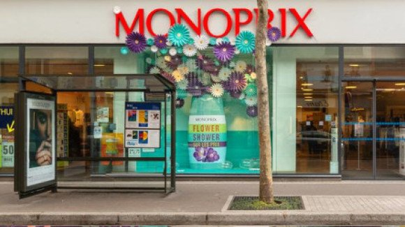Monoprix window display with 3D printed bottle